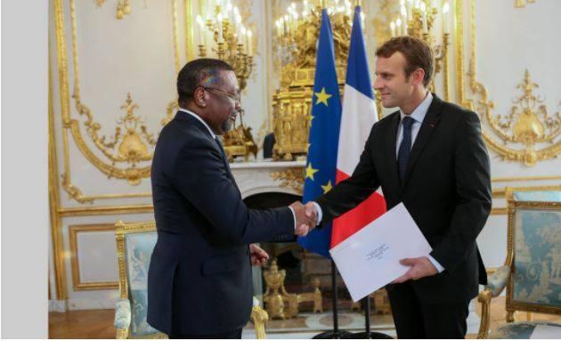 Flavien Enongoue présente ses lettres de créance à Emmanuel Macron