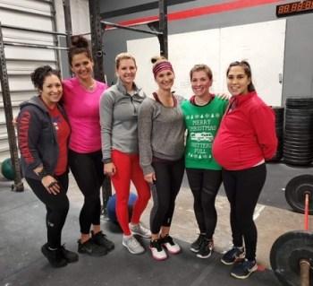 How CrossFit Empowers women - Crossfitting women