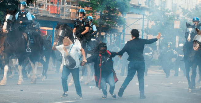 Protestors are tear gassed as the police disperse them near the White House on June 1, 2020 as demonstrations against George Floyd's death continue. (Photo: Roberto Schmidt)