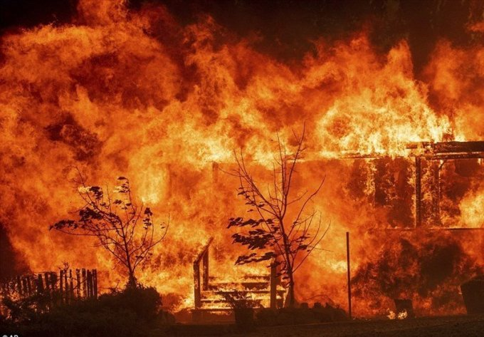 Mendocino Complex fire August 8, 2020.(Tasmanian News photo.)