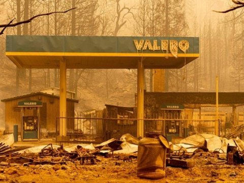 A burned Valero gas station smolders during the Creek fire in an unincorporated area of Fresno County, California on September 08, 2020. (Photo: Josh Edelson/AFP via Getty Images)