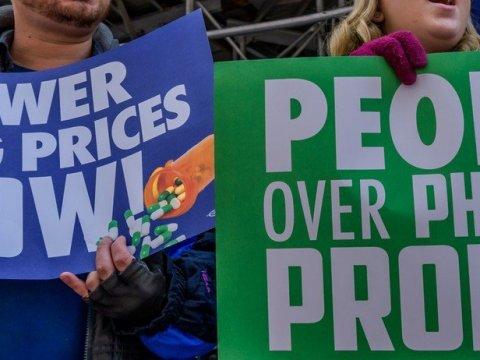 Demonstrators protest for lower prescription drug costs in front of the New York Stock Exchange on November 14, 2019. (Photo: Erik McGregor/LightRocket via Getty Images)