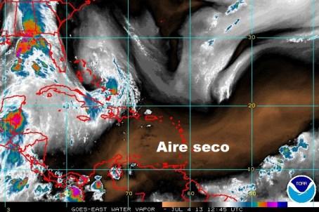 Imagen de vapor de agua. En color marrón/negro, el aire seco.