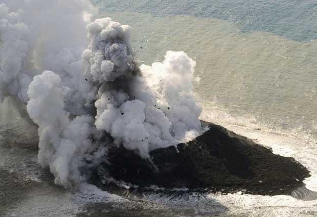 Fotos y video: emerge una nueva isla al Sur de Japón producto de actividad volcánica