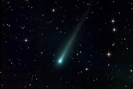 Ison visto por Michael Caligiuri el pasado 2 de noviembre desde Anza Borrego Desert, CA. Esta imagen fue tomada a través de un telescopio refractor de 140 mm TEC (f / 7, 980mmfl) y una cámara SBIG ST-10MXE CCD. Compilado de 6 subexposiciones 5 minutos cada una a través de filtros RGB.