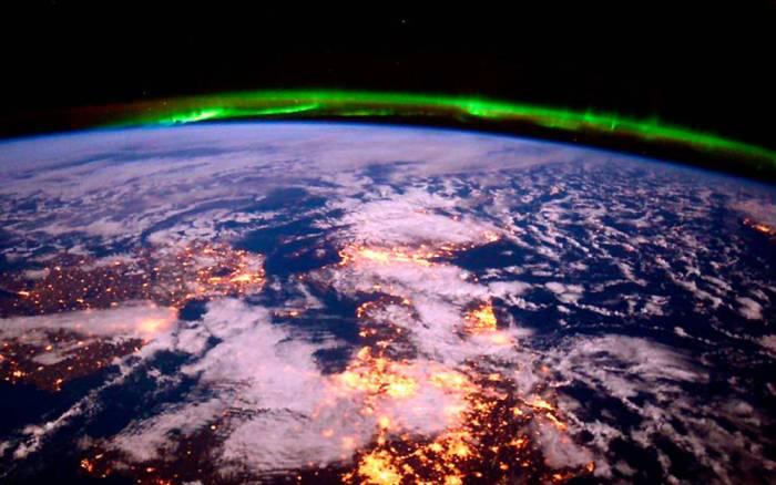 aurora-boreal-vista-desde-el-espacio-01