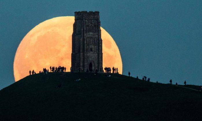 Atentos al cielo! En la madrugada del domingo podremos observar La Superluna o Luna de Cazador
