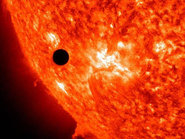 El próximo 11 de noviembre muchos podremos observar a Mercurio pasando frente al Sol. Básicamente ¿qué debemos saber sobre éste tránsito planetario?