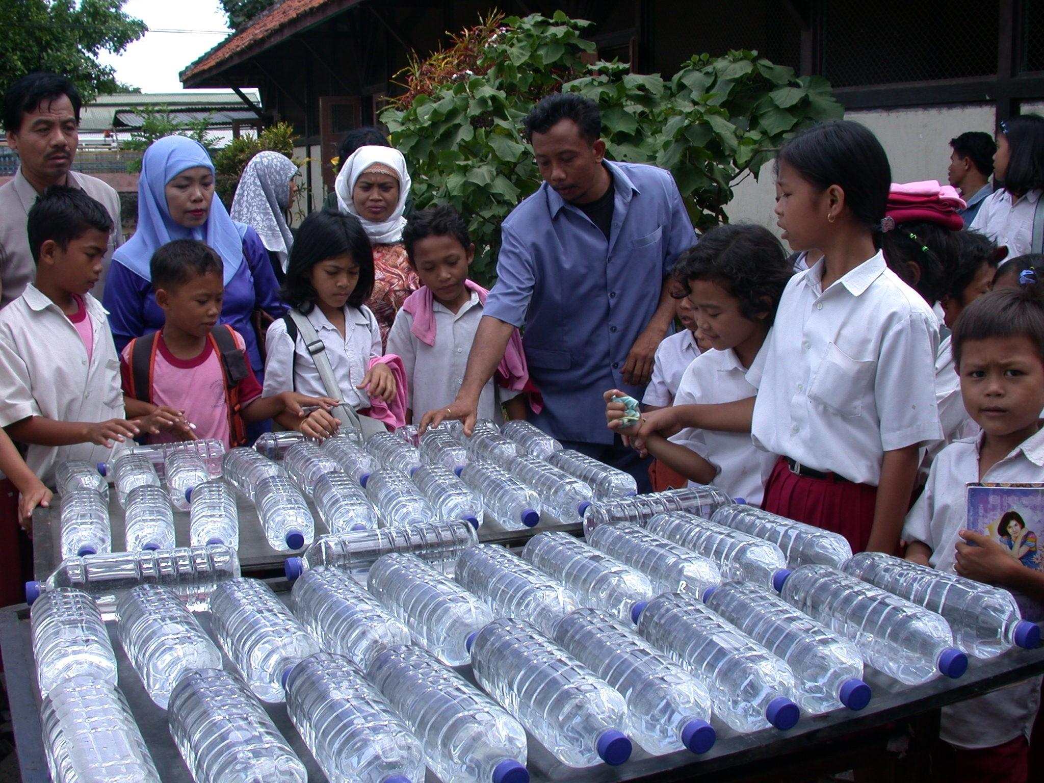 Indonesian SODIS users (picture: SODIS Eawag)