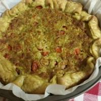 Torta salata: pesto, pomodorini e mozzarella