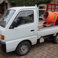 Suzuki Carry DD51T carrying a cement mixer