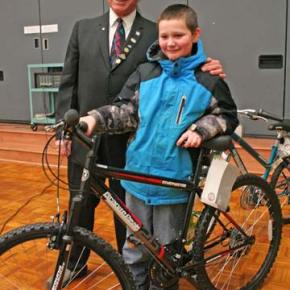 Aidan Slade poses for a picture with the new bicycle he won as part of a raffle for four bicycles donated by the local Masonic Lodge. Clayton King, Worshipful Master of Methow Valley Lodge 240 was on hand to help with the raffle and congratulates the winners. Photo by Darla Hussey
