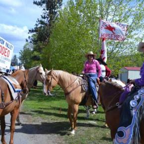 Methow Valley Rodeo members get ready to ride in the parade. Photo by Laurelle Walsh