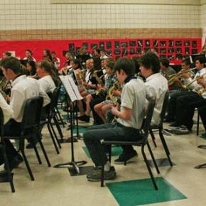 """For the final number, members of the concert band, jazz band, orchestra and sixth-grade band all joined together to treat the audience to """"Kashmir"""" by jimmy Page, Rovert Pland and John Bonham. Photo by Darla Hussey"""
