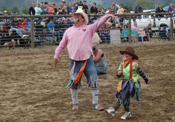 Scott (Scottie-Too-Hottie) Wagner, left, and Lucien Paz entertain the crowd during the mutton buster action at the Methow Valley rodeo. Photo by Mike Maltais