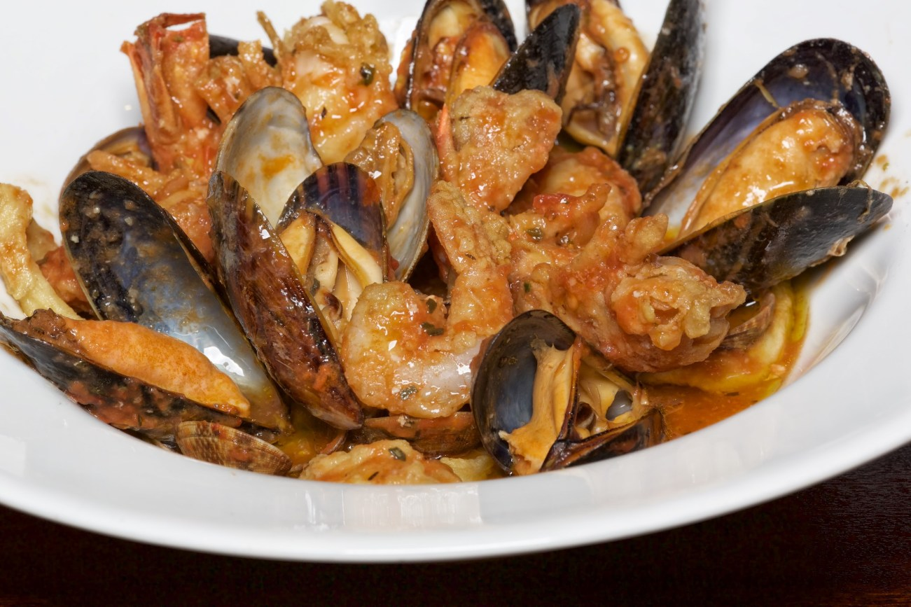 122 ITALIAN FINEST CUISINE (4) FISH SALMON MUSSELS AND LOBSTERS 008762 (Custom)