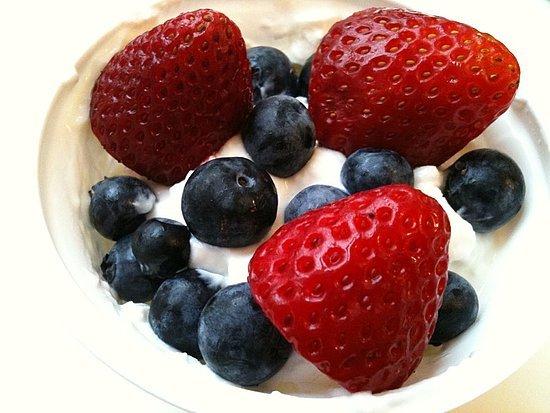 Greek-Yogurt-Fresh-Berries