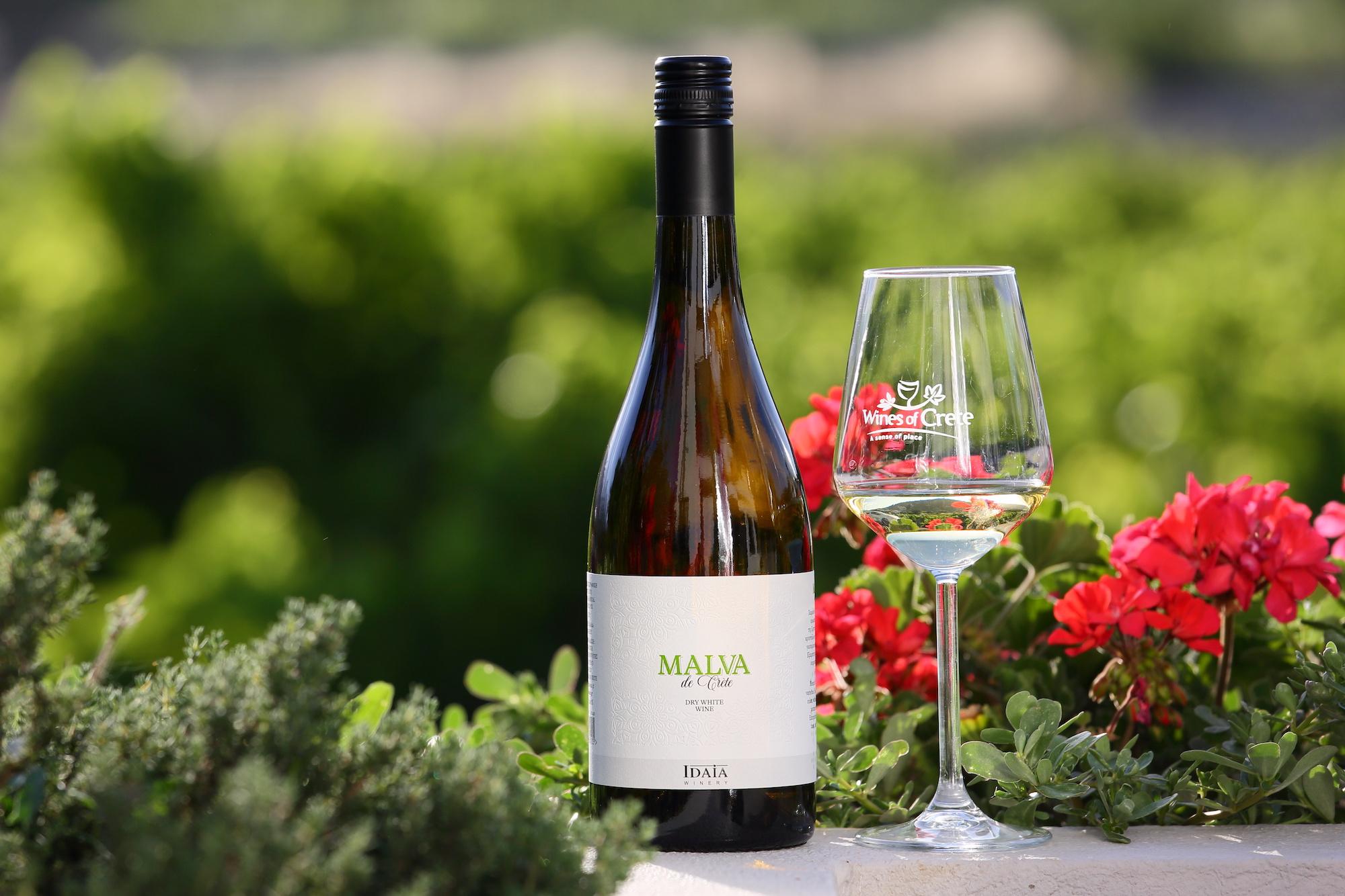 You are currently viewing Malva: To νέο κρασί που φέρνει άρωμα στο καλοκαίρι μας, από τη Ιδαία Οινοποιητική