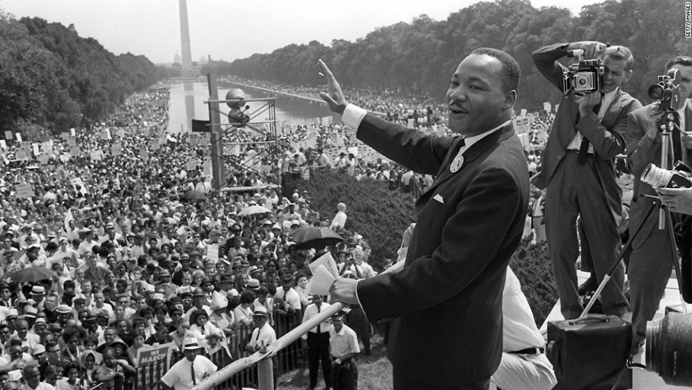 """مارتن لوثر كينغ قبل إلقائه لخطاب """"لديّ حلم"""" في واشنطن (أرشيف مكتبة الكونغرس)"""