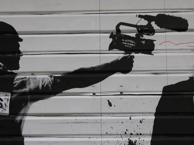 كاميراتُ مراقبة فوق كاميراتِ الصحافة