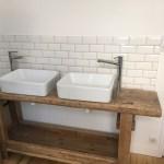 Ancien établi pour une salle de bain
