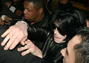 Jacko stops 'naked boy' picture sale