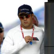 Massa pens new Ferrari deal