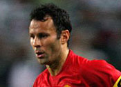 Giggs inks new United contract