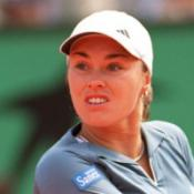 Hingis quits after coke admission