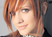 Ashlee Simpson admits miming