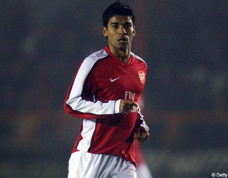 Arsenal striker Eduardo makes his comeback at Barnet