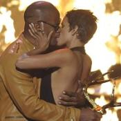 Halle Berry kisses Jamie Foxx