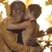 Halle Berry kisses Jamie Foxx