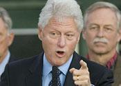 Bill Clinton meets Kim Jong Il to negotiate release of prisoners