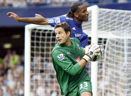 Drogba and Cudicini battle for the ball