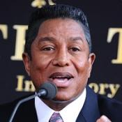 Jermaine Jackson will sing Smile in tribute to his brother