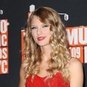 Taylor Swift will perform at the CMA awards in November