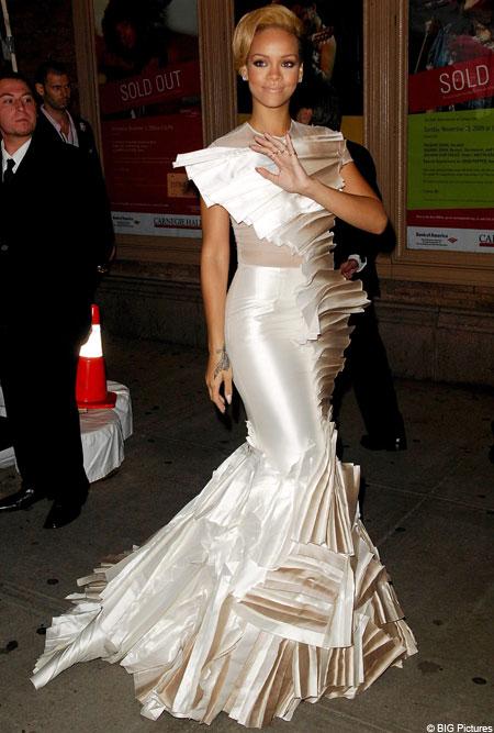 Dare to wear: Rihanna