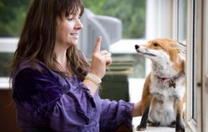 Deaf fox cub picks up sign language