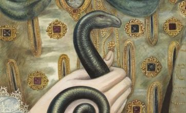 Snake appears on portrait of Queen Elizabeth