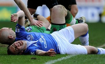 Dan Gosling out until 2011 with ruptured knee ligament