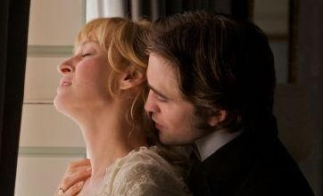 Robert Pattinson seduces Uma Thurman in new Bel Ami photos