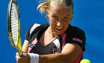 Kuznetsova cruises through