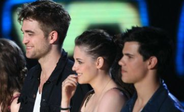 Robert Pattinson and Kristen Stewart present new Twilight Saga : Eclipse clip at MTV Movie Awards