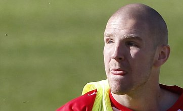 Philippe Senderos transfer from Arsenal to Fulham confirmed