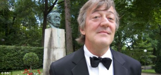Stephen Fry will reunite with old friend Hugh Laurie TV reunion