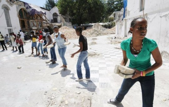 Haitian students help to clear the rubble of the Anglican Cathedrale Episcopale Sainte Trinite in Port-au-Prince (Photo AFP/Getty Images)