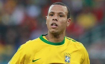 Luis Fabiano rejects Man Utd and Spurs to open Sevilla contract talks