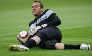 Mark Schwarzer wants to leave Fulham, manager Mark Hughes has confirmed (PA)