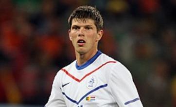 Arsenal 'ready £4m January swoop for Schalke's Klaas-Jan Huntelaar'
